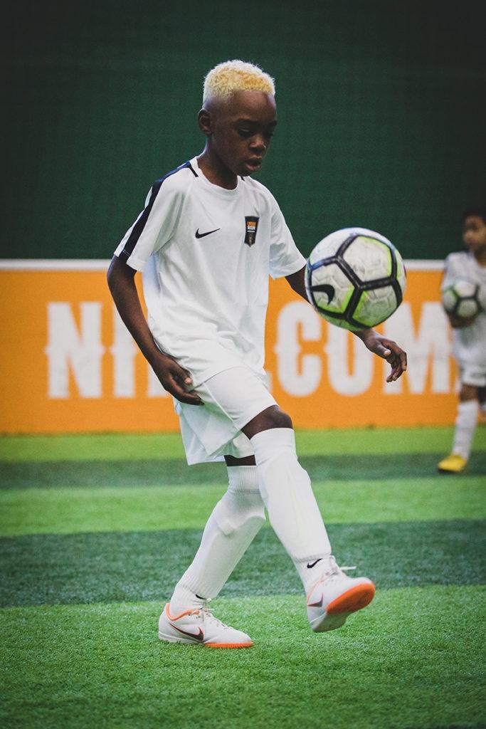 enfant jongle école de foot
