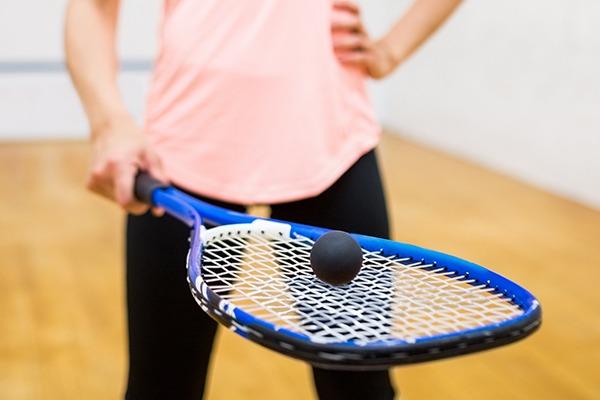 Découvrez le squash dans les centres de Rennes Vern et Lyon Barolles !